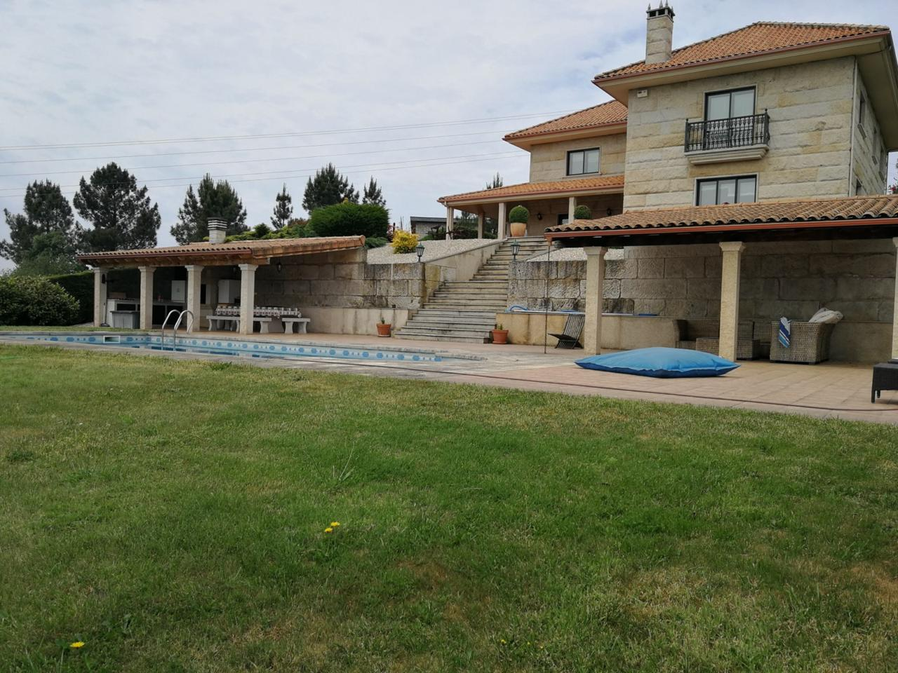 Casa / Chalet en venta en Orense de 498 m2