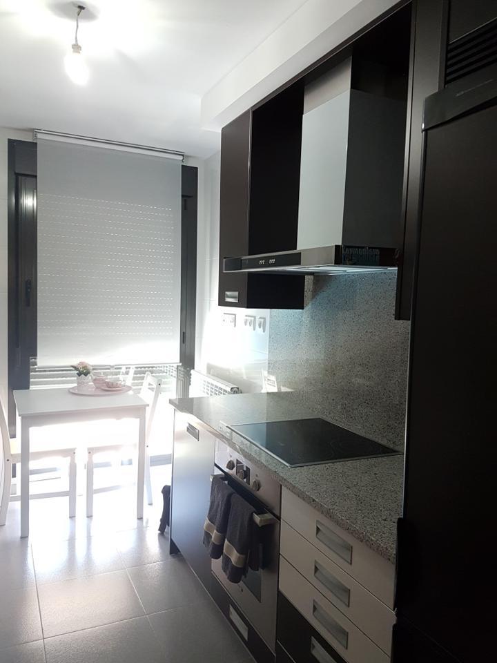 Piso amueblado en zona residencial nuevo con garaje-2
