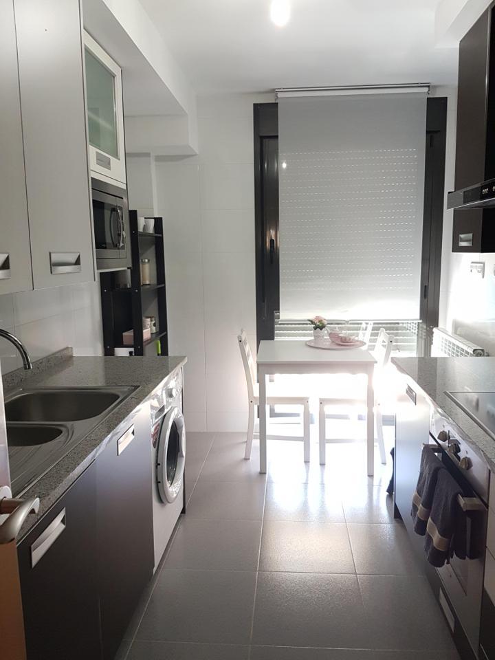 Piso amueblado en zona residencial nuevo con garaje-1