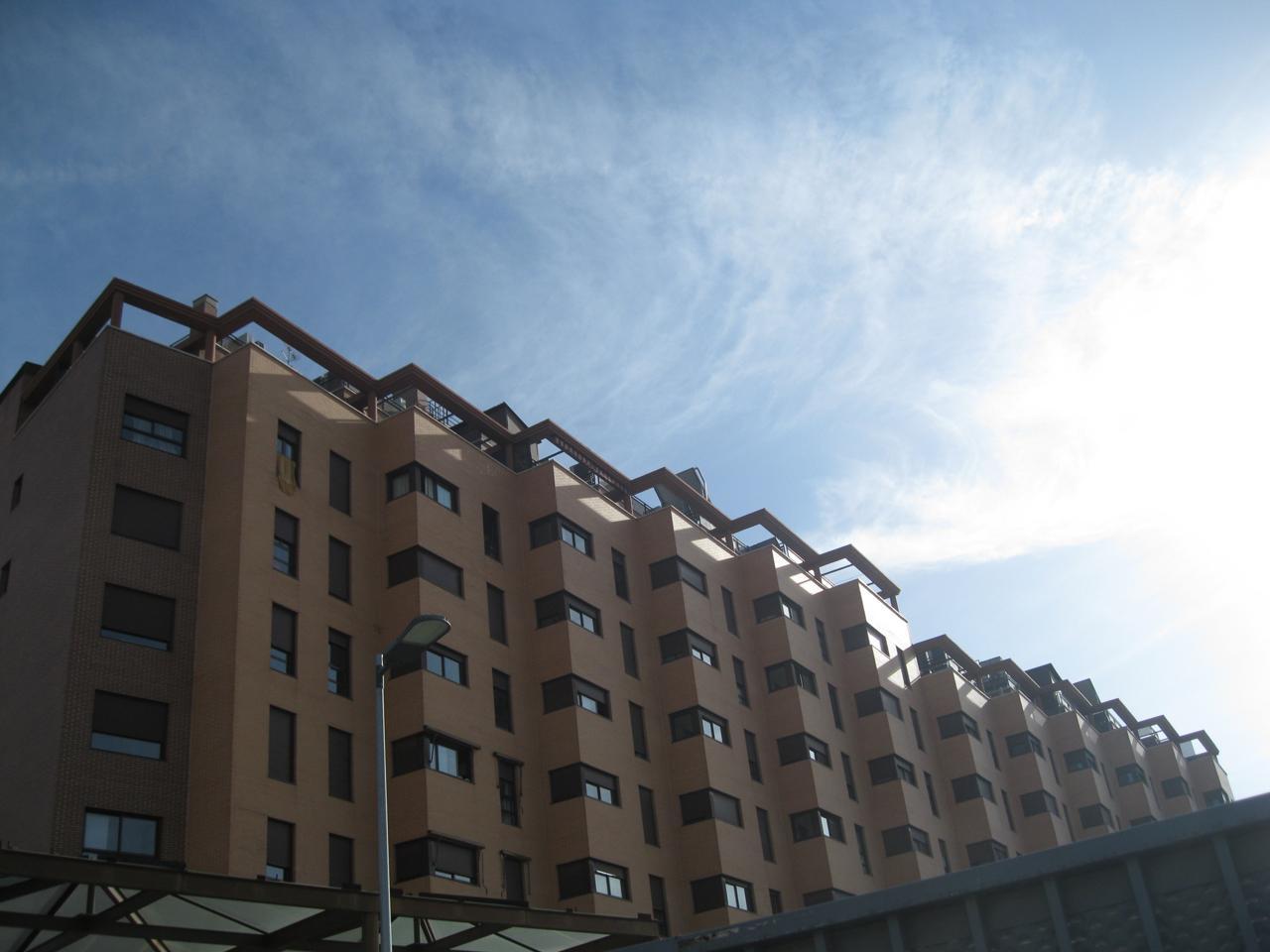 Vivienda madrid piso en calle del puerto de pozazal for Gimnasio 24h madrid