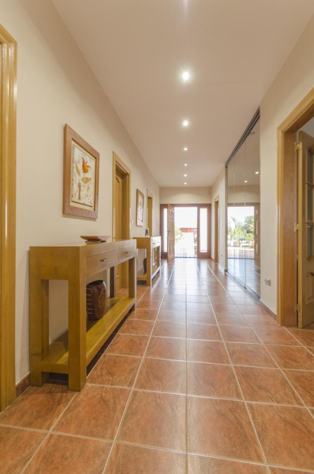 Villa  for sale    in Dueñas
