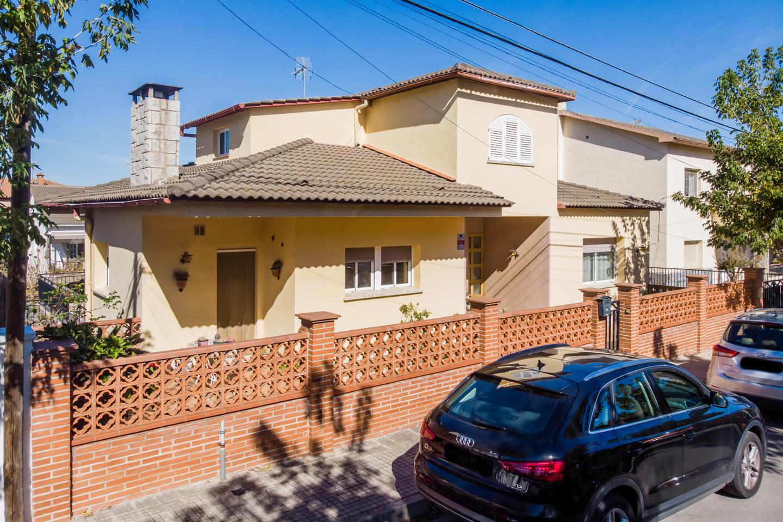 villa en sant-fost-de-campsentelles · carrer-andalusia-7-08105 440000€