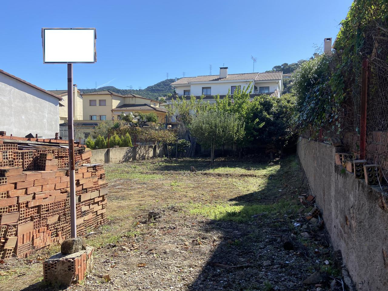 terreno en sant-fost-de-campsentelles · carrer-miquel-biada-08105 162500€