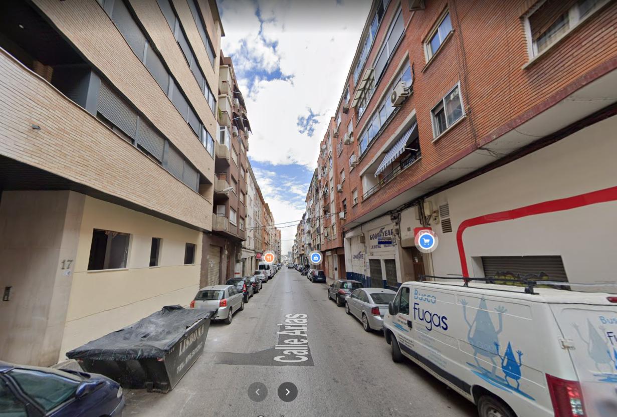 Venta de piso en calle Arias Delicias-2
