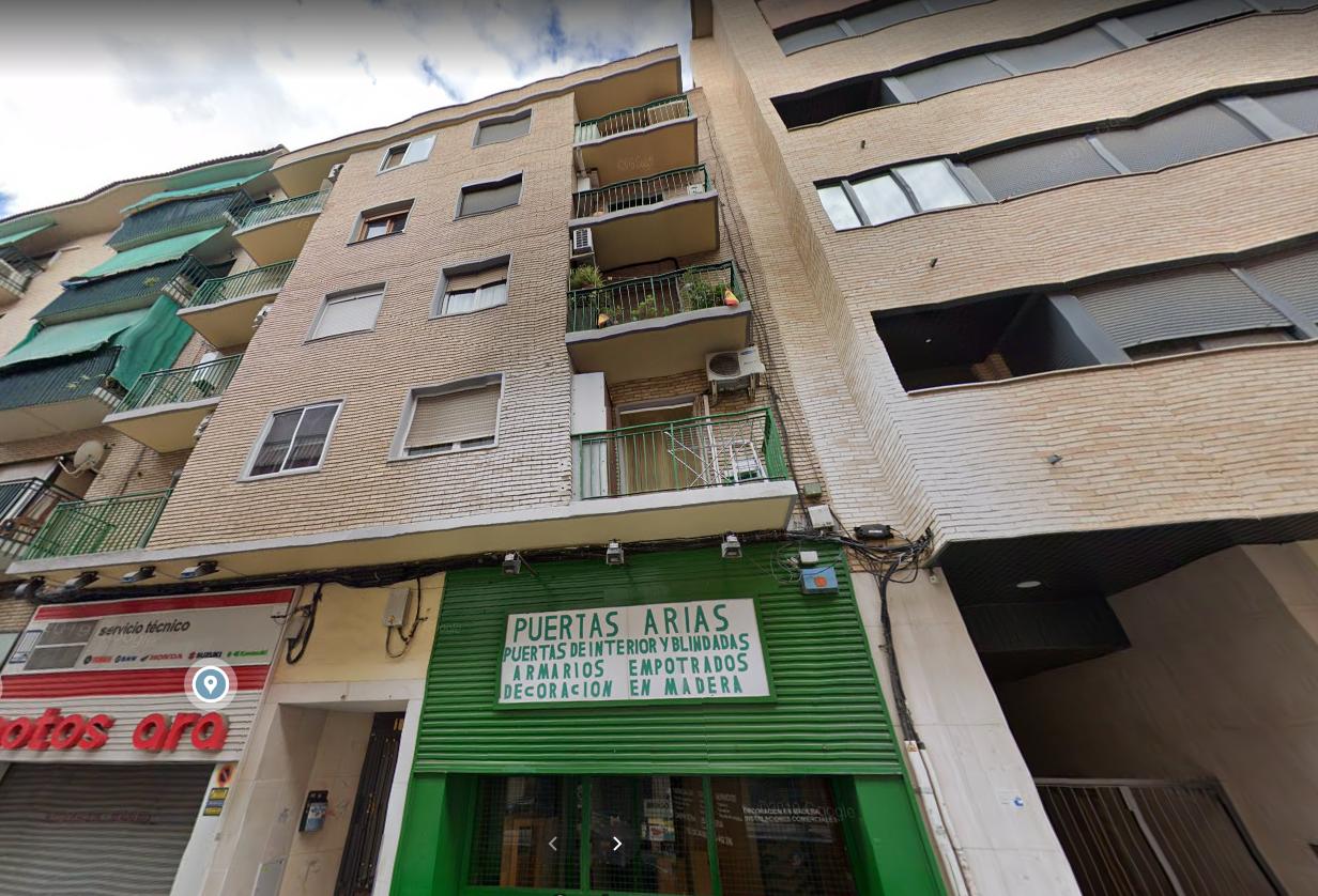 Venta de piso en calle Arias Delicias-5