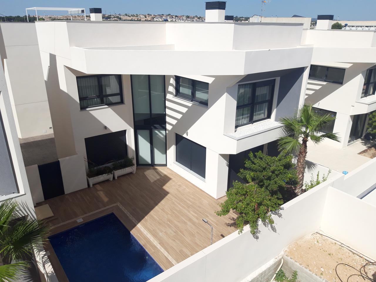 villas en torrevieja · calle-maestro-quino-03185 380000€