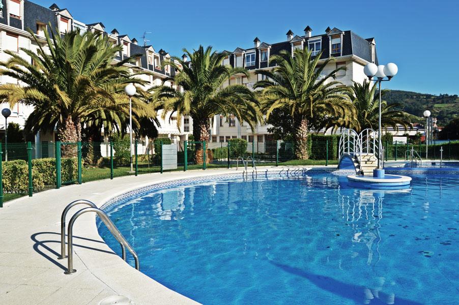 Inmobiliaria en laredo piso en venta en colindres de 40 m2 for Piscina colindres