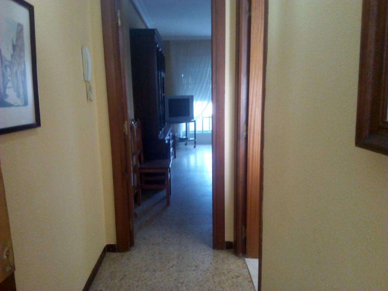 Piso en alquiler larga duración con 100 m2, 4 dormitorios  en Centro,