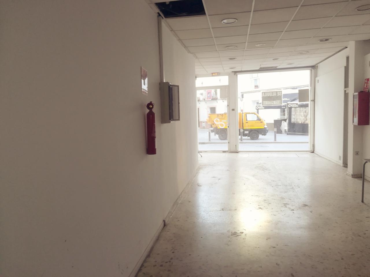 Local en alquiler larga duración con 105 m2,  en Casco Antiguo (Sevill