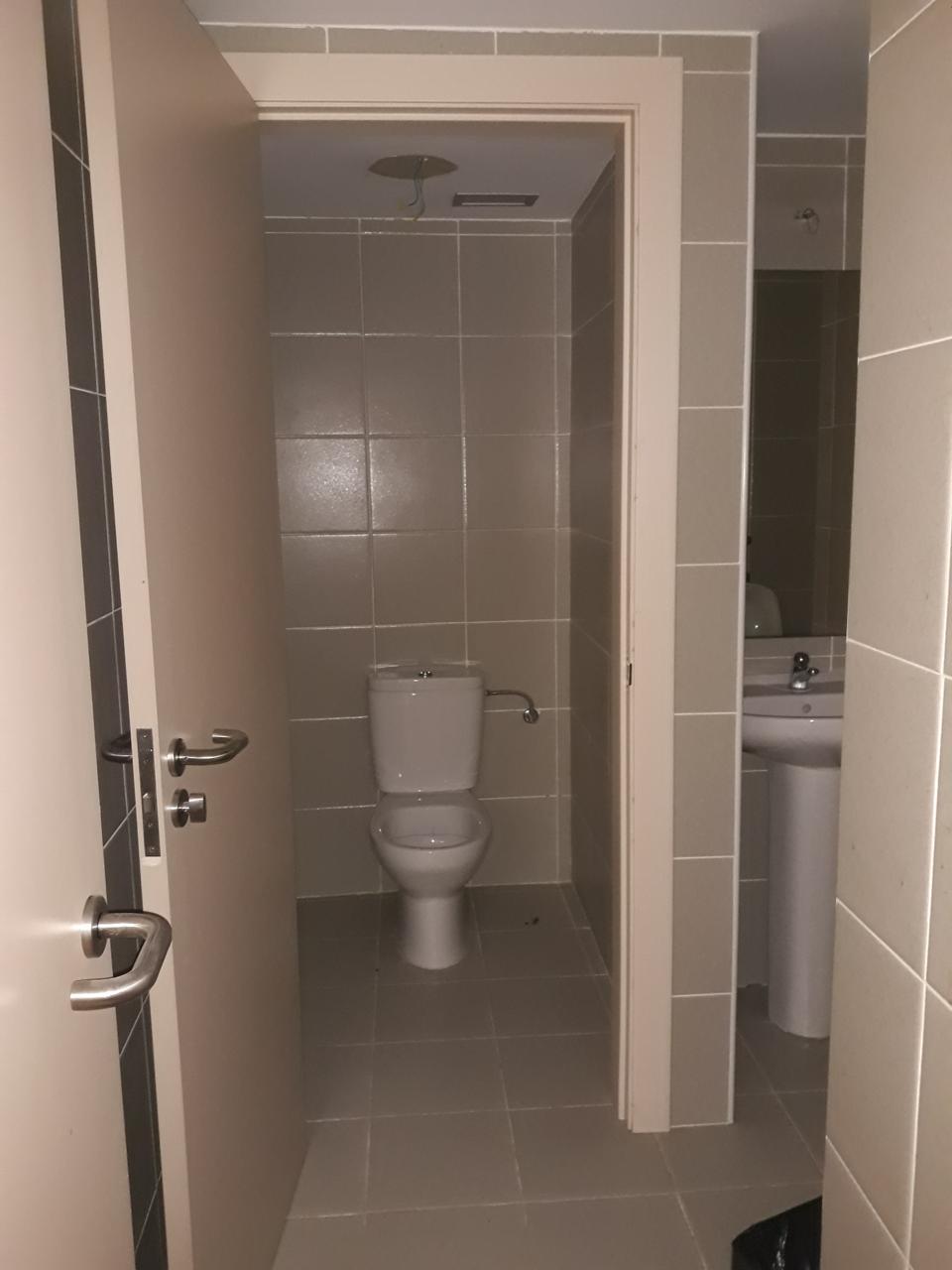 Local en alquiler larga duración con 270 m2, 5 dormitorios  en Casco V