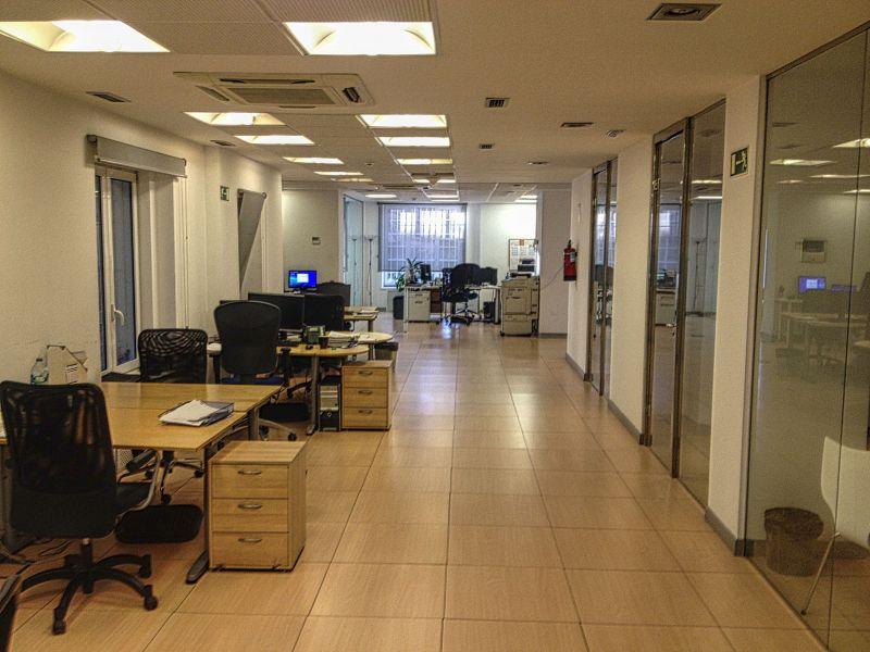 Compra alquila vive oficina en venta en madrid de 781 m2 for Oficinas amazon madrid