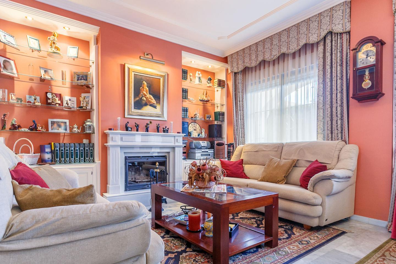Re max openhome casa chalet en venta en gines de 158 m2 for Apartamentos con piscina propia